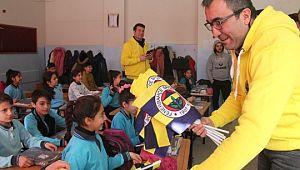 Fenerbahçeliler Derneğinden 30 öğrenciye forma