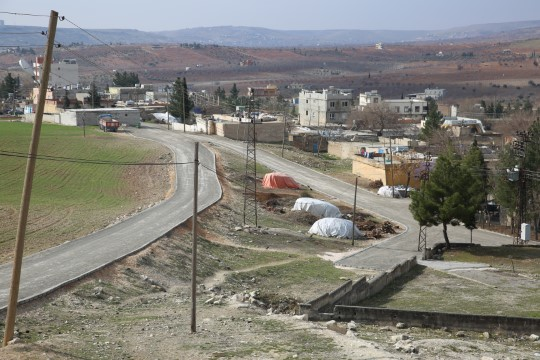 Karaköprüde kırsal mahalle yolları kilitli parke taşıyla döşeniyor (Videolu Haber)