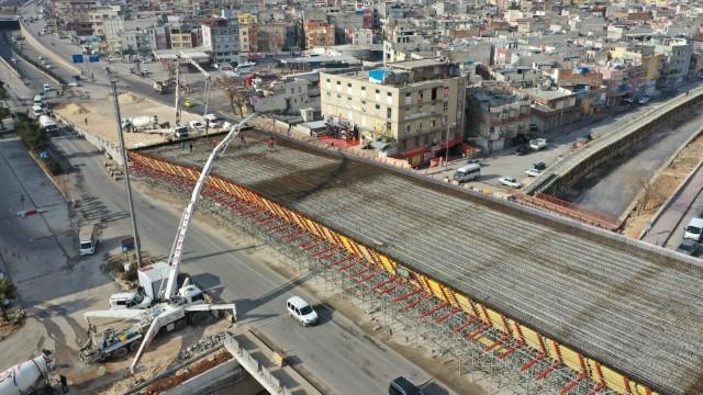 Karakoyunlu köprülü kavşağı ve viyadüğünde beton dökümü (Videolu Haber)