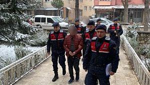 Polisim diyerek 14 evi dolandıran 2 şüpheli yakalandı