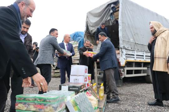 Şanlıurfa'dan İdlib'e 3 tır insani yardım malzemesi gönderildi