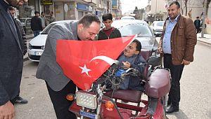 Viranşehir belediyesi birlik ve beraberlik adına bayrak dağıttı