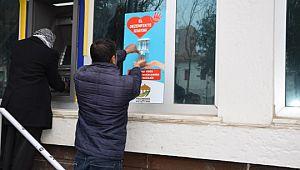 Başkan ekinci bankaların önüne dezenfekte istayonu kurdu