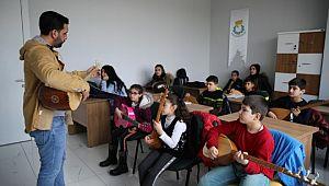 Haliliye'de müzik ve dil kursları devam ediyor (Videolu Haber)