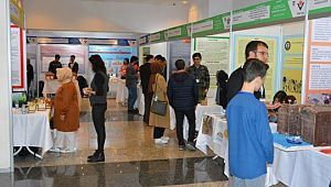 Lise öğrencileri araştırma projelerini sergiliyor