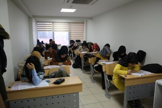 Seviyelerini deneme sınavları ile ölçüyorlar (Videolu Haber)
