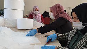 Suruçlu kadınlar gönüllü olarak maske üretiyor