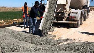 Viranşehir'de beton yol yapım çalışmaları