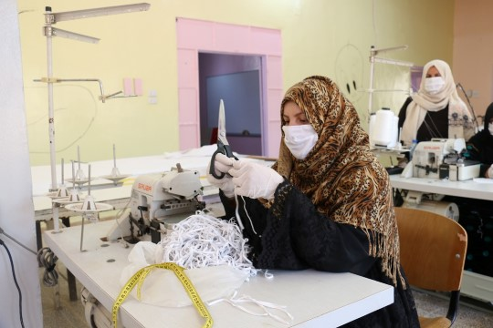 Barış pınarı bölgesinde maske üretimi başladı (Videolu Haber)