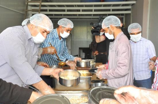 Birecik'te 3 bin kişiye sıcak iftar yemeği