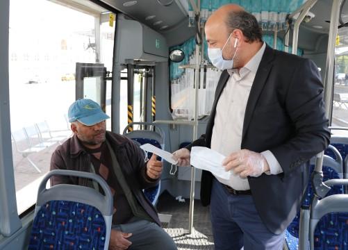 Büyükşehir'den vatandaşlara ücretsiz maske dağıtımı (Videolu Haber)