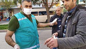 Eyyübıye belediyesi ürettigi maskeleri ücretsiz dağıtmaya devam ediyor