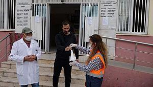Şanlıurfa Valiliği, maske dağıtarak vatandaşlara uyarılarda bulunuyor (Video)