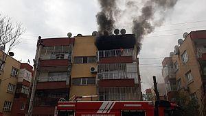 Yangında mahsur kalanlar 2 kişi son anda kurtarıldı