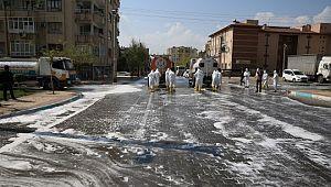 Yenişehir'de cadde ve sokaklar yıkanarak dezenfekte edildi (Video)