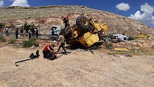 Devrilen biçerdöverin altında kalan işçi öldü