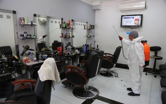 Eyyübiye belediyesi, berber ve kuaförlerde dezenfekte çalışmasını sürdürüyor