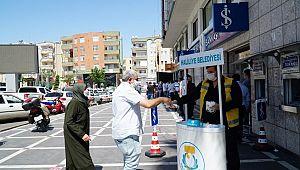 Haliliye'de vatandaşa maske dağıtımı sürüyor (VİİDEO)