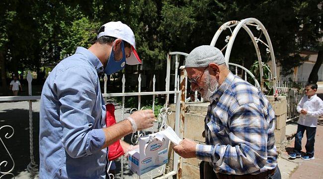 Karaköprü Belediyesi maske dağıttı (video)