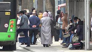 Sokakta vatandaşlar sosyal mesafeyi hiçe saydılar