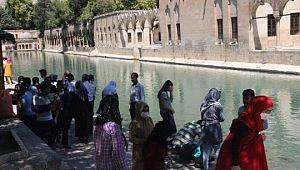 Öğrenciler YKS öncesi Balıklıgöl'de dua etti