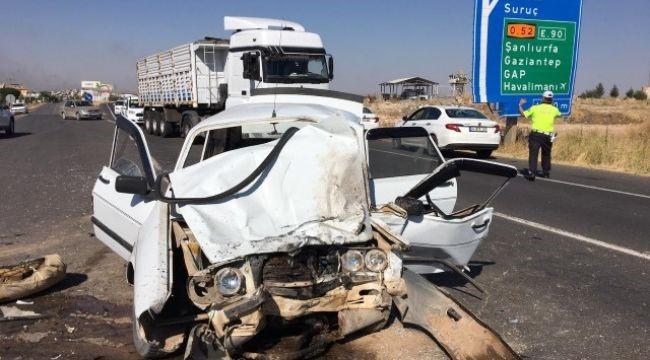 Şanlıurfa'da hafif ticari araç ile otomobil çarpıştı: 1 ölü, 4 yaralı