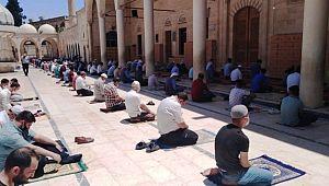Şanlıurfa'da salgın sürecindeki ikinci cuma namazı kılındı