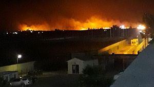 Suriye'nin sınır ilçesini alevler aydınlattı (Video)