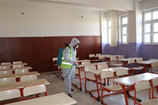 Viranşehir de Sınav öncesi okullar dezenfekte edildi