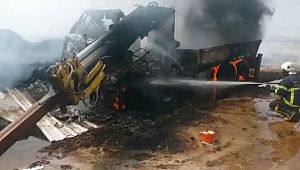 Adıyaman Şanlıurfa karayolun'da iş makinesi küle döndü (Videolu Haber)