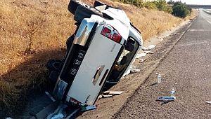 Bariyerlere çarpan araçtaki 3 kişi yaralandı
