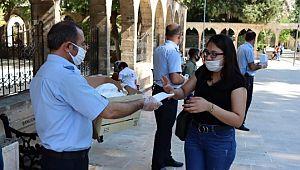 Büyükşehirden vatandaşlara ücretsiz maske dağıtımı devam ediyor (Video)