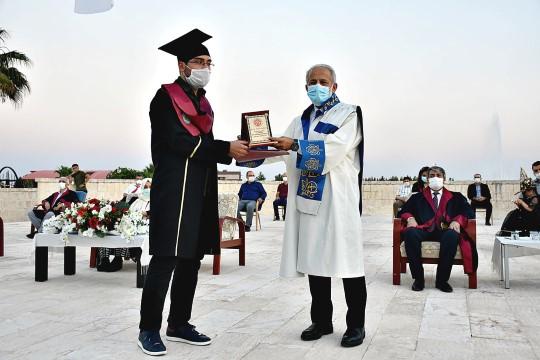 Hrü Tıp Fakültesi, 20. Dönem mezunlarını verdi (Videolu Haber)
