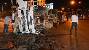 Şanlıurfa'da buğday yüklü tır devrildi: 1 yaralı (Videolu Haber)