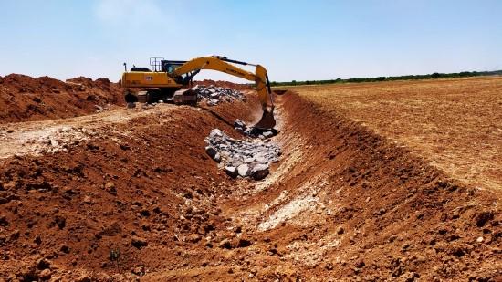 Şanlıurfa ve Suruç ovaları tahliye kanallarında çalışmalar hızla devam ediyor