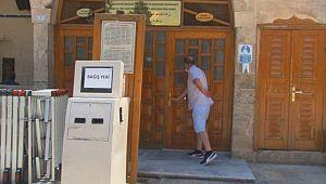 Şanlıurfa'ya gelen turistler dışarıda dua edip ayrıldı (Videolu Haber)