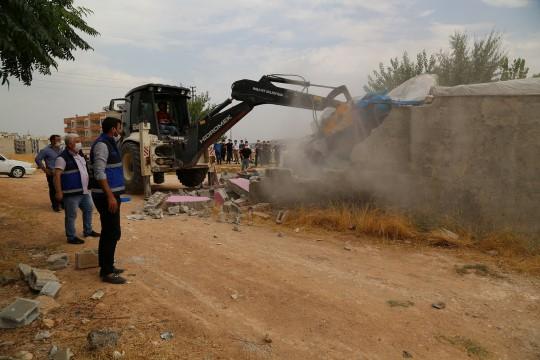 Haliliye'de kaçak yapıyla mücadele sürüyor (Videolu Haber)