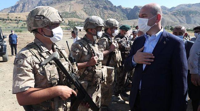 İçişleri Bakanı Soylu Siirt'te Mehmetçiğin bayramını kutladı