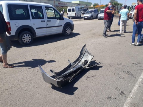Traktör ile otomobil çarpıştı: 1'i çocuk 2 yaralı