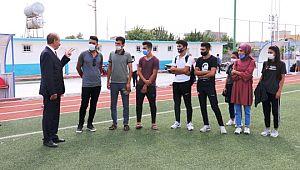Başarılı öğrencilerden Yalçınkaya'ya teşekkür ziyareti (Video)