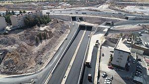 Çevik kuvvet köprülü kavşağında yan yollar asfaltlanıyor (Video)