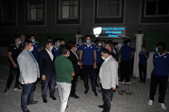 Ligin ilk maçı öncesi Canpolat'tan sporculara moral ziyareti (Videolu Haber)