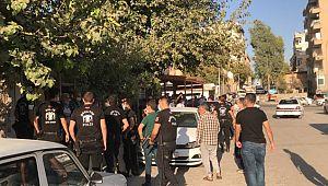 Şanlıurfa'da karakol önünde taşlı sopalı kavga: 7 yaralı (Video)
