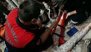 Ayağı asansöre sıkışan çocuk kurtarıldı (Videolu Haber)
