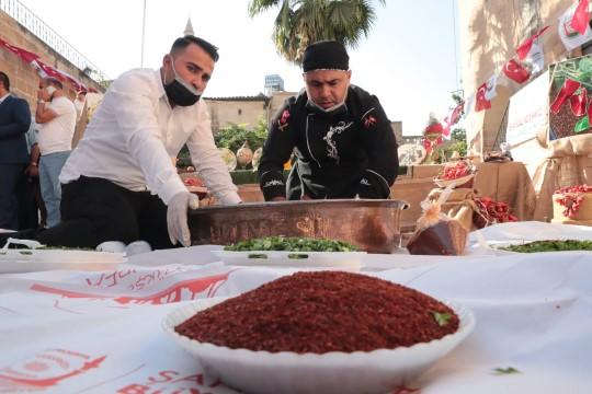 Dünyanın en lezzetli acısı 'Urfa İsotu' yarışması sonuçlandı (Videolu Haber)