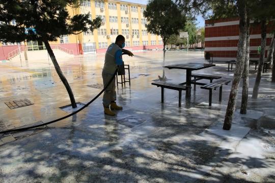 Haliliye'de okullar yıkanarak dezenfekte ediliyor (Videolu Haber)