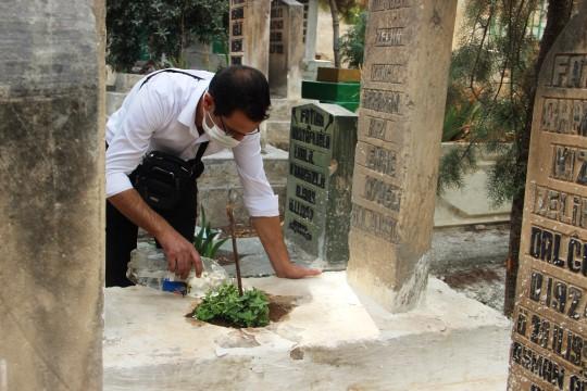 Şanlıurfa'da mezarlıklarda kandil yoğunluğu (Videolu Haber)