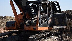 Şanlıurfa'da yol çalışması yapan iş makineleri kundaklandı (Video)