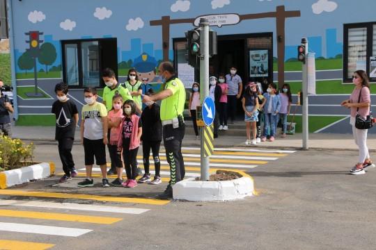 Türkiye'nin en büyük çocuk trafik eğitim parkı'nda ilk eğitim verildi (Videolu Haber)