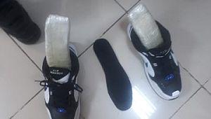 Yolcunun ayakkabısında uyuşturucu çıktı